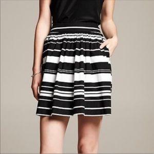 BANANA REPUBLIC Black White Striped Full Skirt 8P